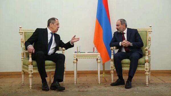 Премьер-министр Армении Никол Пашинян встретился с министром иностранных дел России Сергеем Лавровым (21 ноября 2020). Еревaн - Sputnik Արմենիա