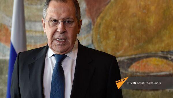 Министр иностранных дел России Сергей Лавров во время брифинга по итогам визита в Армению (21 ноября 2020). Еревaн - Sputnik Армения
