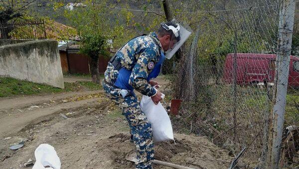 Работы по разминированию неразорвавшихся снарядов и кассетных бомб (22 ноября 2020). Степанакерт - Sputnik Արմենիա