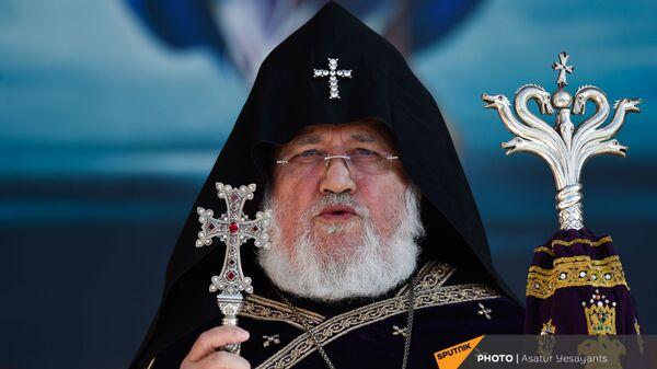 Католикос Гарегин II проводит поминальную службу в память о павших в карабахской войне героях в Первопрестольном Святом Эчмиадзине (22 ноября 2020). Эчмиадзин - Sputnik Армения