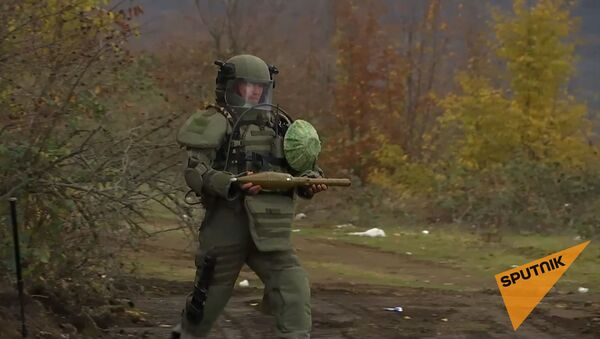Разминирование местности в зонах ответственности миротворческих сил РФ в Карабахе - Sputnik Армения