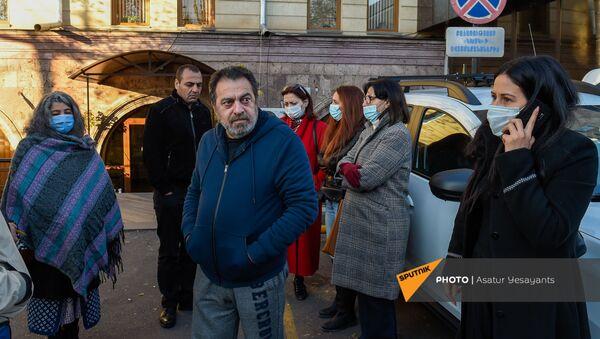 Работники искусства у офиса Красного Креста (24 ноября 2020). Еревaн - Sputnik Արմենիա