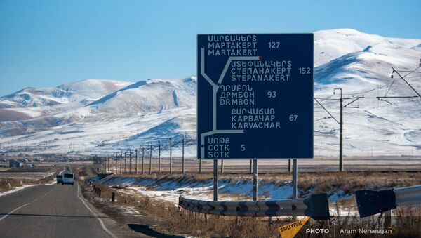 Указатель на дороге Сотк-Карвачар (24 ноября 2020). Карабах - Sputnik Արմենիա