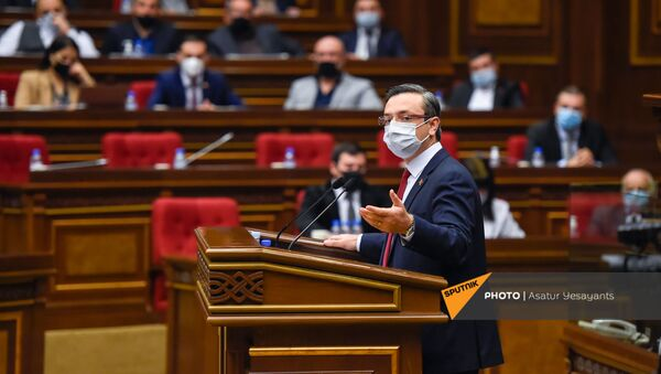 Депутат от фракции Просвещенная Армения Геворг Горгисян во время внеочередного заседания Парламента Армении (26 ноября 2020). Еревaн - Sputnik Армения