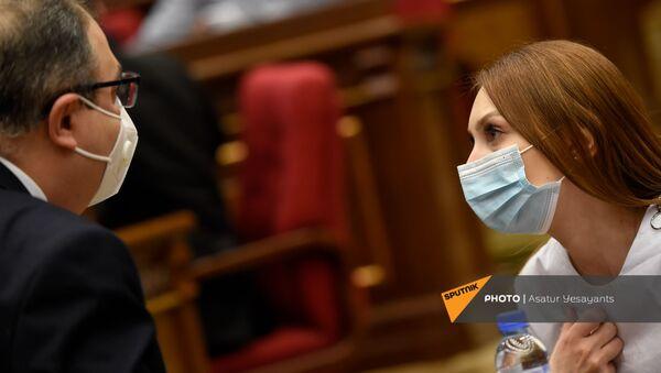 Руководитель фракции Мой Шаг Лилит Макунц перед началом внеочередного заседания Парламента Армении (26 ноября 2020). Еревaн - Sputnik Армения