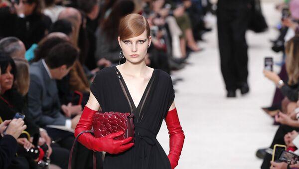 Как носить самый модный аксессуар сезона — перчатки до локтя - Sputnik Армения