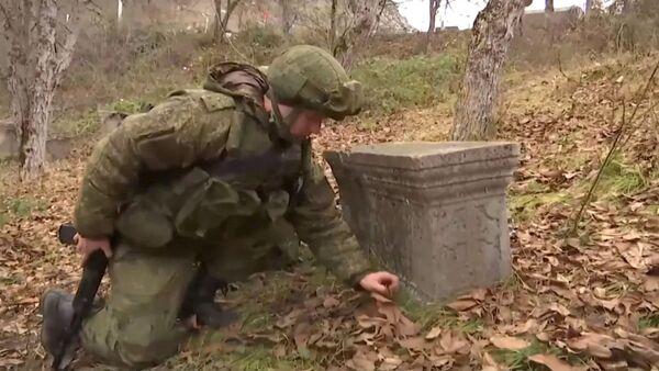 Поиск взрывоопасных предметов военными инженерами РФ в Нагорном Карабахе - Sputnik Армения