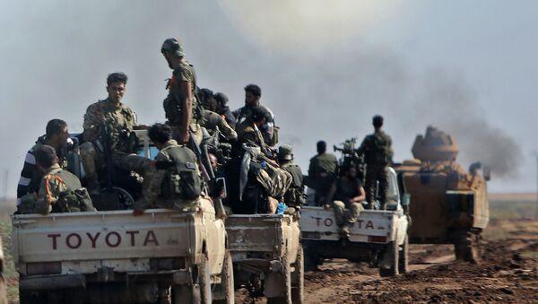 Колонна сирийских боевиков, поддерживаемых Турцией, следует за турецкой бронетехникой (30 октября 2019). Сирия - Sputnik Արմենիա