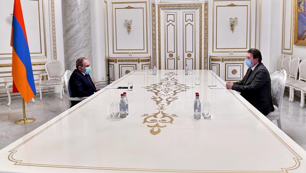 Премьер-министр Никол Пашинян встретился с председателем правления компании Гранд Торнтон Айастан Гагиком Гюльбудагяном (27 ноября 2020). Еревaн - Sputnik Армения