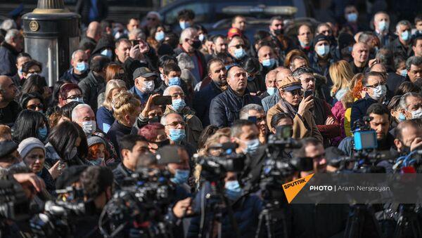 Aкция призыва интеллигенции к армянам во всем мире для поддержки попавших в плен армянских военнослужащих (28 ноября 2020). Еревaн - Sputnik Արմենիա