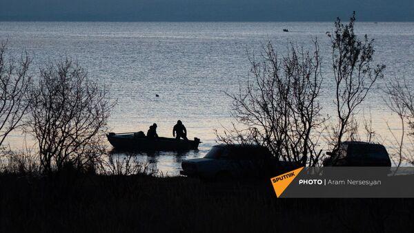 Рыбаки на озере Севан, Гегаркуник - Sputnik Армения