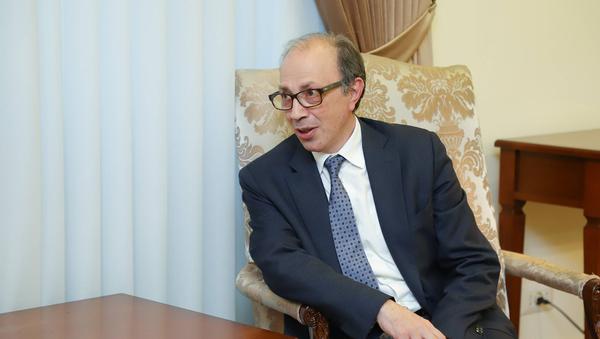 Министр иностранных дел Армении Ара Айвазян во время встречи с министром иностранных дел Карабаха (28 ноября 2020). Еревaн - Sputnik Армения