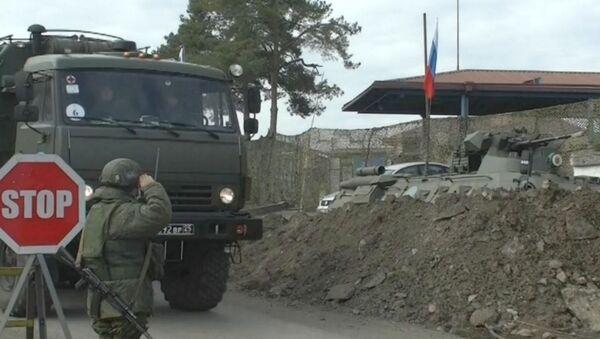 Первые подразделения медицинского отряда специального назначения прибыли в Степанакерт для оказания помощи местному населению (29 ноября 2020). Карабах - Sputnik Армения