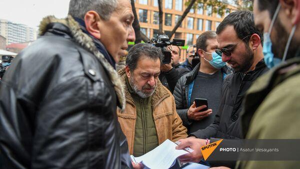 Представители армянской интеллигенции во время шествия по вопросу передачи армянских военнопленных и найти без вести пропавших (30 ноября 2020). Еревaн - Sputnik Արմենիա