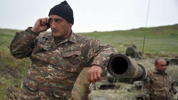 Военнослужащий армии обороны Нагорного Карабаха на первой линии обороны - Sputnik Армения