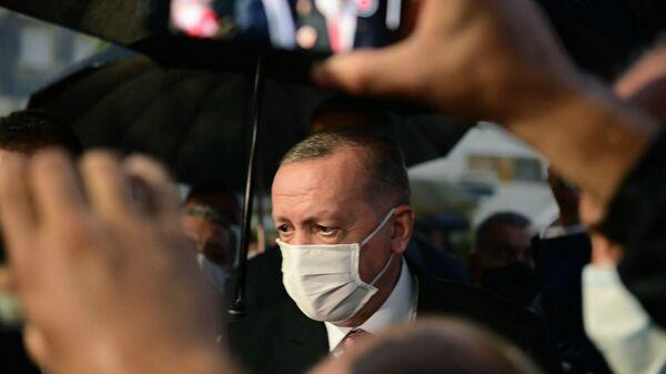 Президент Турции Реджеп Тайип Эрдоган осматривает недавно открытый пляж Вароши на разделенном войной Кипре в оккупированной Турцией зоне (15 ноября 2020). Кипр - Sputnik Армения