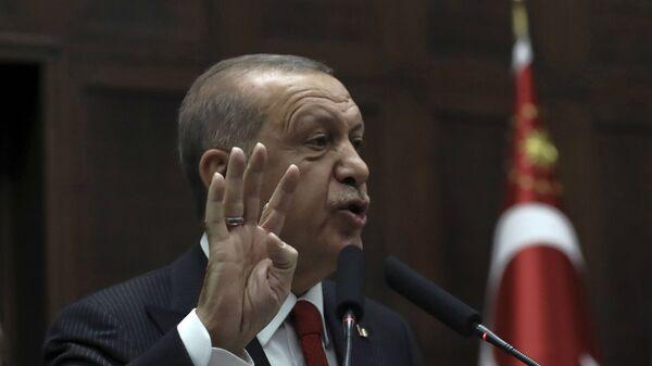Президент Турции Реджеп Тайип Эрдоган обращается к законодателям своей правящей партии в парламенте (5 ноября 2020). Анкара - Sputnik Армения