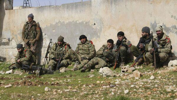 Поддерживаемые Турцией сирийские боевики готовятся отправиться на передовую в провинции Идлиб (10 февраля 2020). Сирия - Sputnik Армения