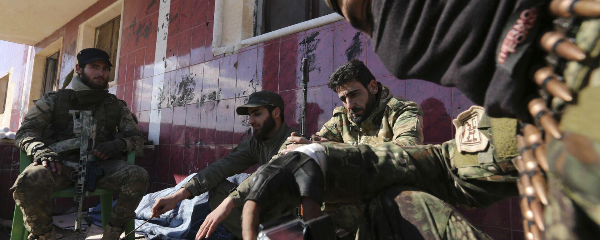 Поддерживаемые Турцией сирийские боевики готовятся отправиться на передовую в провинции Идлиб (10 февраля 2020). Сирия - Sputnik Армения, 1920, 22.09.2021