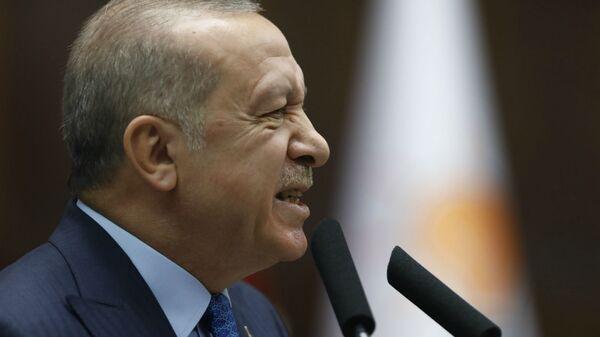 Президент Турции Реджеп Тайип Эрдоган обращается к депутатам своей правящей партии в парламенте (25 декабря 2018). Анкара - Sputnik Արմենիա