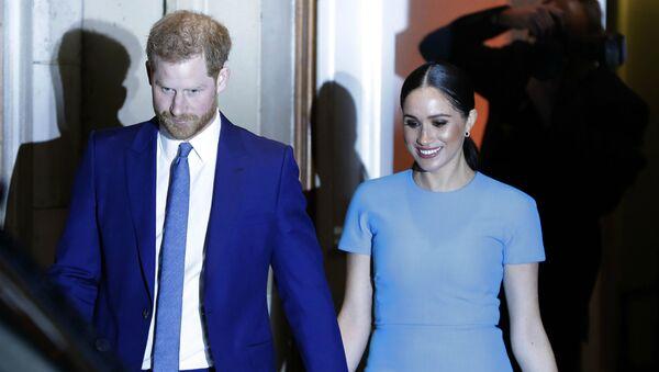 Британский принц Гарри и Меган, герцогиня Сассекская, уезжают после участия в ежегодной церемонии награждения Endeavour Fund Awards (5 марта 2020). Лондон - Sputnik Արմենիա