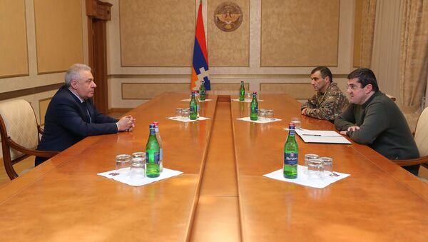 Министр обороны Армении Вагаршак Арутюнян встретился с президентом Карабаха Араиком Арутюняном (1 декабря 2020). Степанакерт - Sputnik Արմենիա