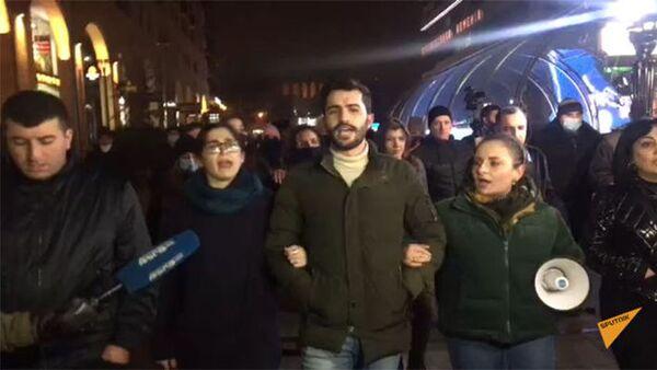 Նիկոլ Փաշինյանի հրաժարականը պահանջող ցուցարարների երթը Երևանում - Sputnik Արմենիա