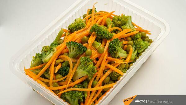 Здоровое питание: салат из брокколи с корейской морковью - Sputnik Армения