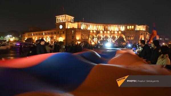 Акция протеста с требованием отставки премьер-министра (2 декабря 2020). Еревaн - Sputnik Армения