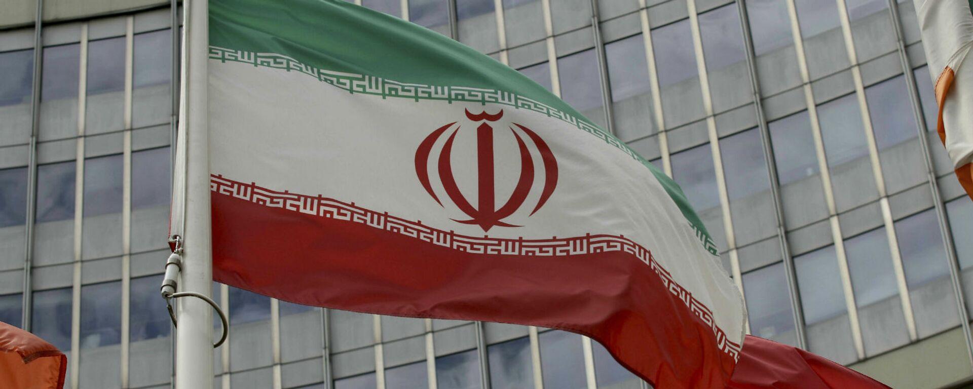 Иранский флаг развевается у здания ООН, в котором находится офис Международного агентства по атомной энергии МАГАТЭ (10 июля 2019). Вена - Sputnik Армения, 1920, 19.05.2021