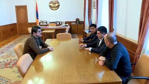 Президент НКР Араик Арутюнян принял делегацию во главе с руководителями компании «Телеком Армения», работающей под брендом Beeline, Айком и Александром Есаянами (3 дякабря 2020). Степанакерт - Sputnik Արմենիա