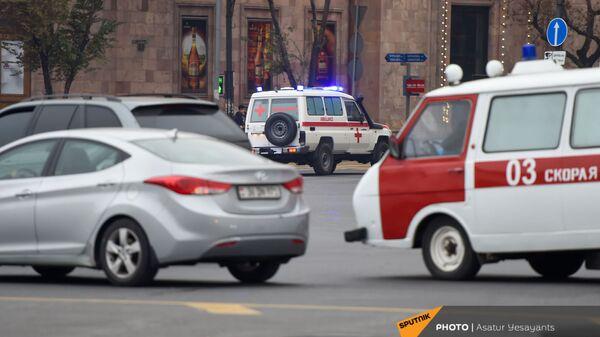 Автомобили скорой помощи на улицах столицы (3 декабря 2020). Еревaн - Sputnik Армения