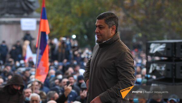 Артур Ванецян на митинге оппозиции с требованием отставки премьер-министра (5 декабря 2020). Еревaн - Sputnik Армения