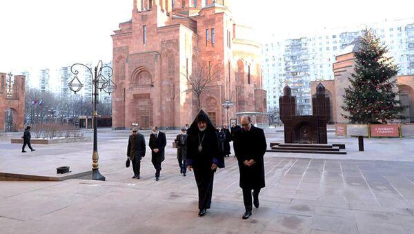 Делегация во главе с министром иностранных дел РА Ара Айвазяном посетила монастырский комплекс Армянской апостольской церкви (7 декабря 2020). Москва - Sputnik Армения