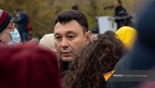 Эдуард Шармазанов на митинге оппозиции с требованием отставки премьер-министра (5 декабря 2020). Еревaн - Sputnik Արմենիա