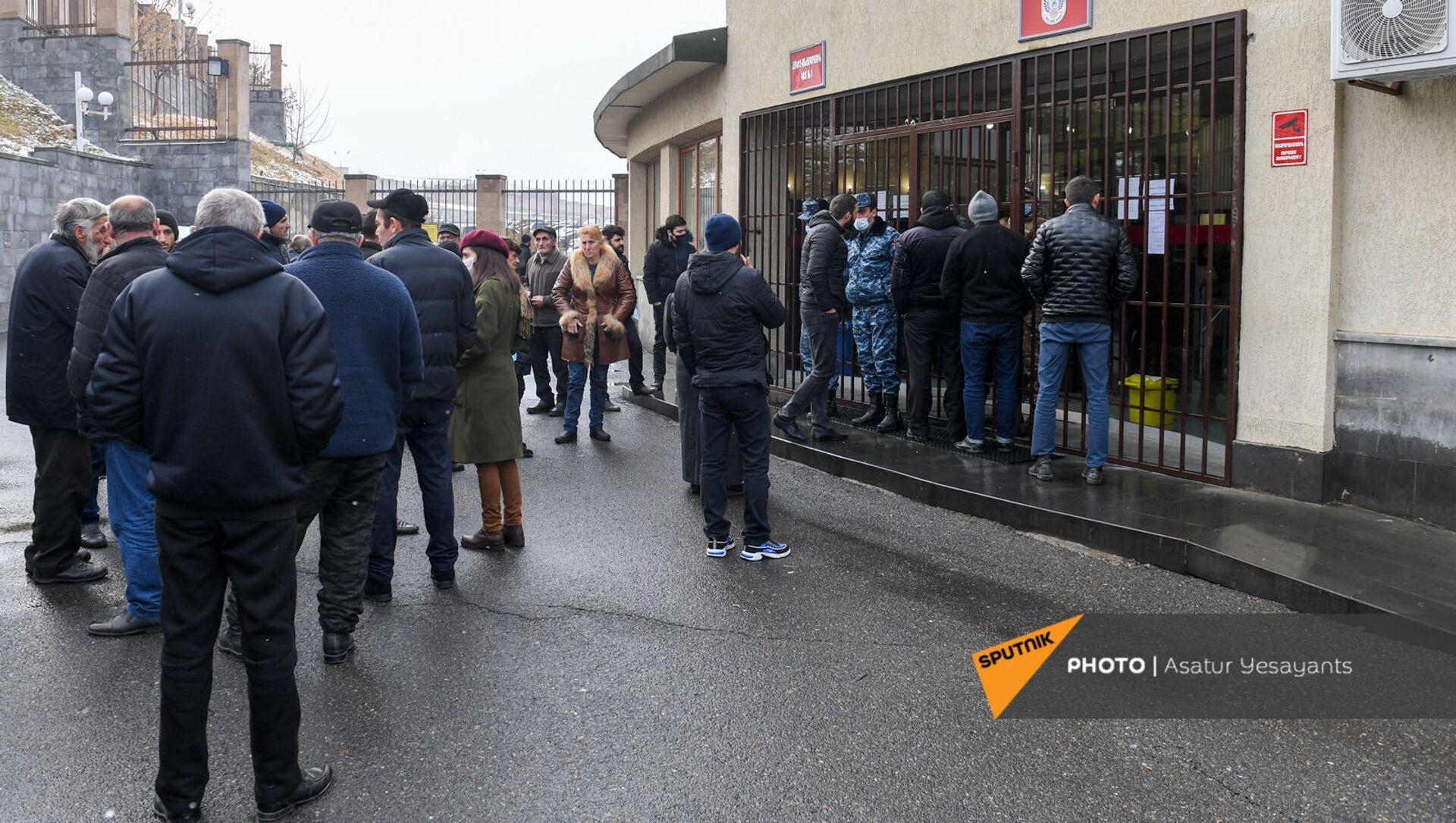 Акция протеста родственников пропавших без вести военнослужащих перед министерством обороны (8 декабря 2020). Еревaн - Sputnik Армения, 1920, 25.02.2021