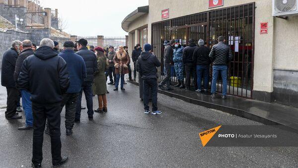 Акция протеста родственников пропавших без вести военнослужащих перед министерством обороны (8 декабря 2020). Еревaн - Sputnik Армения