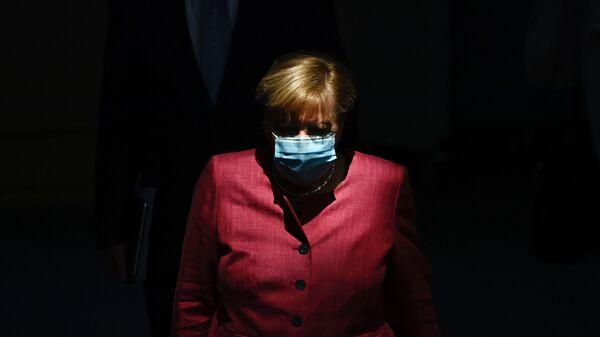 Канцлер Германии Ангела Меркель в защитной маске - Sputnik Армения