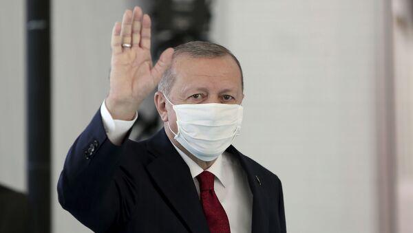 Президент Турции Реджеп Тайип Эрдоган в защитной медицинской маске в одном из госпиталей Стамбула - Sputnik Արմենիա