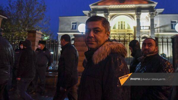 Лидер партии Отечество Артур Ванецян после митинга возле здания Национального собрания (9 декабря 2020). Еревaн - Sputnik Արմենիա