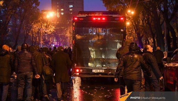 Активисты покидают место митинга оппозиции (9 декабря 2020). Еревaн - Sputnik Արմենիա