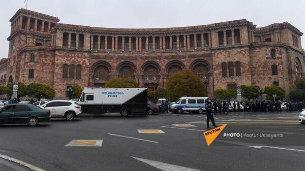 Активисты требуют отставки правительства Армении во главе с премьер-министром перед Домом правительства (10 декабря 2020). Еревaн - Sputnik Արմենիա