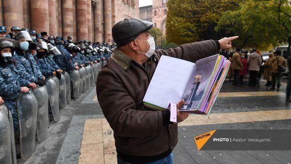 Акция протеста оппозиции перед Домом правительства с требованием отставки правительства Армении во главе с премьер-министром (10 декабря 2020). Еревaн - Sputnik Армения