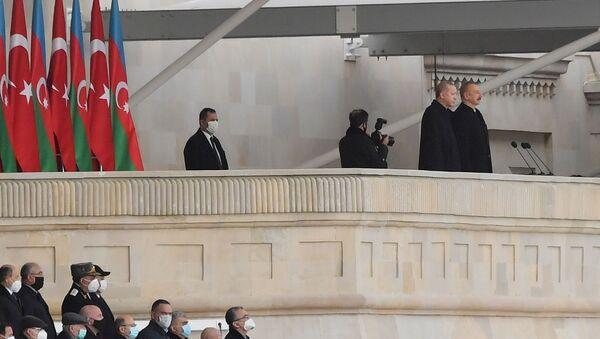 Президент Азербайджана Ильхам Алиев и президент Турции Реджеп Тайип Эрдоган на военном параде в Баку  - Sputnik Արմենիա