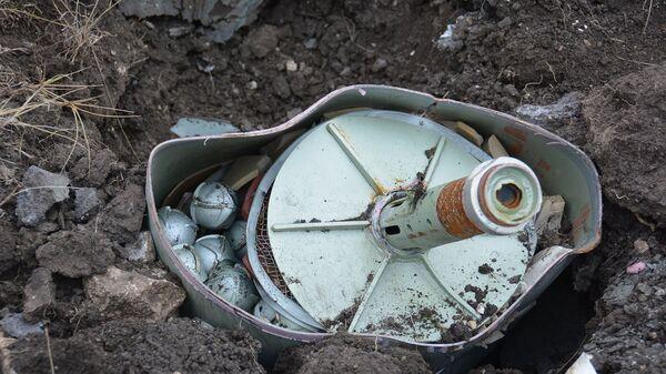 В течение дня саперы МЧС произведут уничтожение оружия и боеприпасов, обнаруженных в общинах Хнацах, Айгестан и в окрестностях города Мартакерт (11 декабря 2020). Карабах - Sputnik Արմենիա