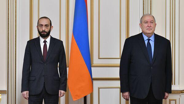 Президент Армен Саркисян со спикером Парламента Араратом Мирзояном - Sputnik Армения