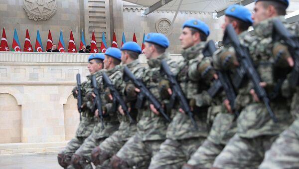 Президенты Турции и Азербайджана Тайип Эрдоган и Ильхам Алиев на военном параде (10 декабря 2020). Баку - Sputnik Армения