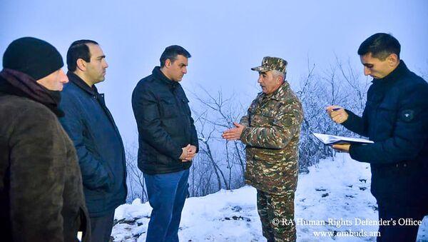 Рабочая группа во главе с омбудсменом Арманом Татояном посетила села Сюника (11 декабря 2020). Хндзореск - Sputnik Արմենիա