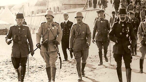 Слева направо: немецкий Адмирал (в Османской форме) Гвидо фон Узедом, император Вильгельм II, Энвер-паша, вице-адмирал Йоханнес Мертен (октябрь 1917 года). Галлиполи - Sputnik Армения
