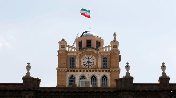 Общий вид сторожевой башни с часами в Тебризе, Иран - Sputnik Армения